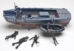 Revell Monogram 1:32 UDT Boat W/Frogmen