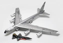Revell Monogram 1:72 - B-52B with X-15